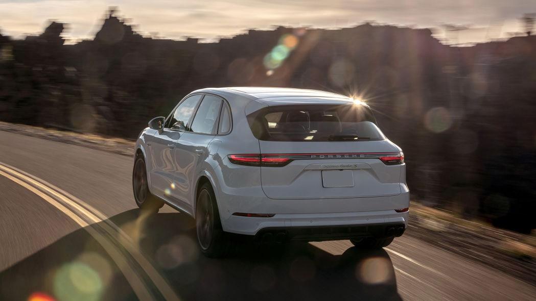 2020-porsche-cayenne-turbo-s-e-hybrid-min