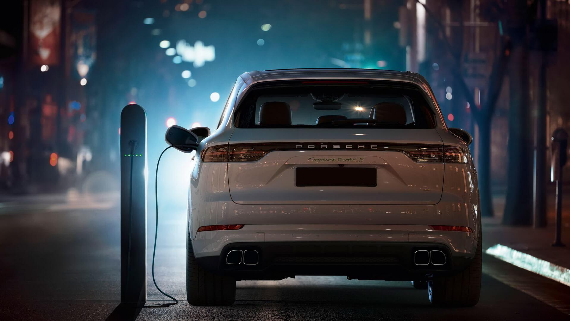 porsche-cayenne-turbo-s-e-hybrid-2019-hevcars-5-min